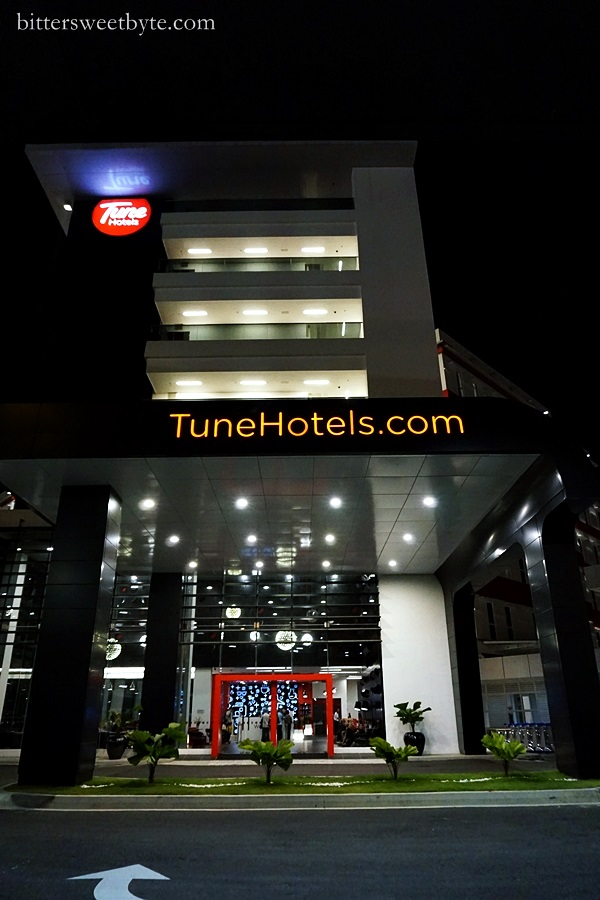 I hate morning flight and thanks to this hotel : Tune Hotel Klia2