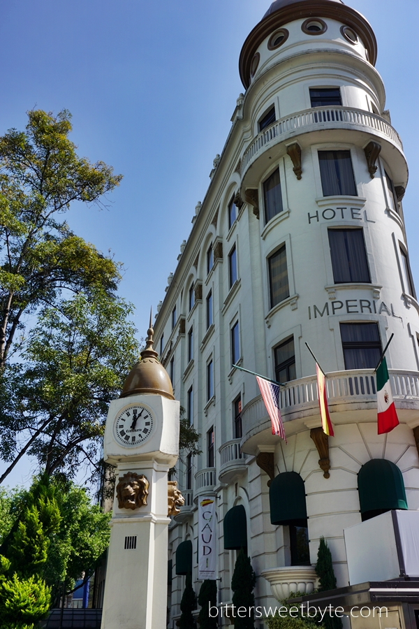 Walking tour in mexico city to chapultepec
