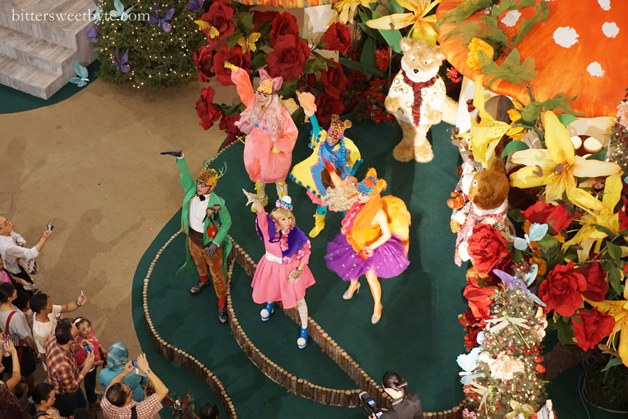 xmas deco in mall 2014 10